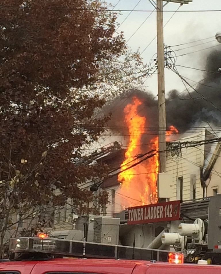 The fire broke out around 2:30 p.m. (Tom Miuccio/PIX11)