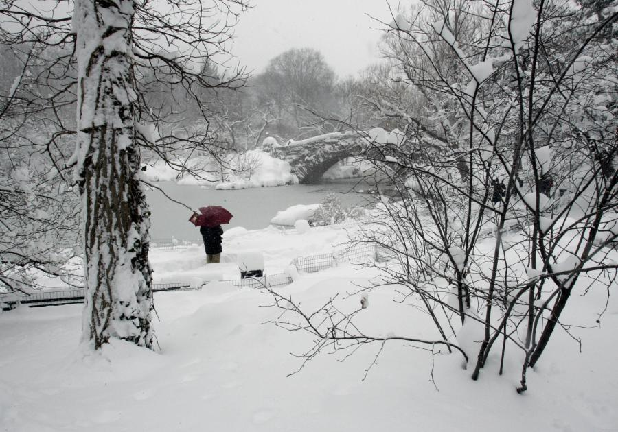 A view of the Gapstow Bridge in a snowy Central Park 12 February 2006 as a major storm slammed the mid-Atlantic and Northeast states dumping nearly two feet (60cm) of snow in Central Park by late morning, the city's second heaviest snowfall on record, surpassed only by the 26.4 inches (67cm) that fell in December 1947. (Getty Images)