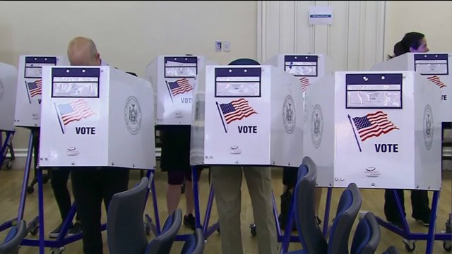 Voter claims NYC poll worker directed him to vote forHillary