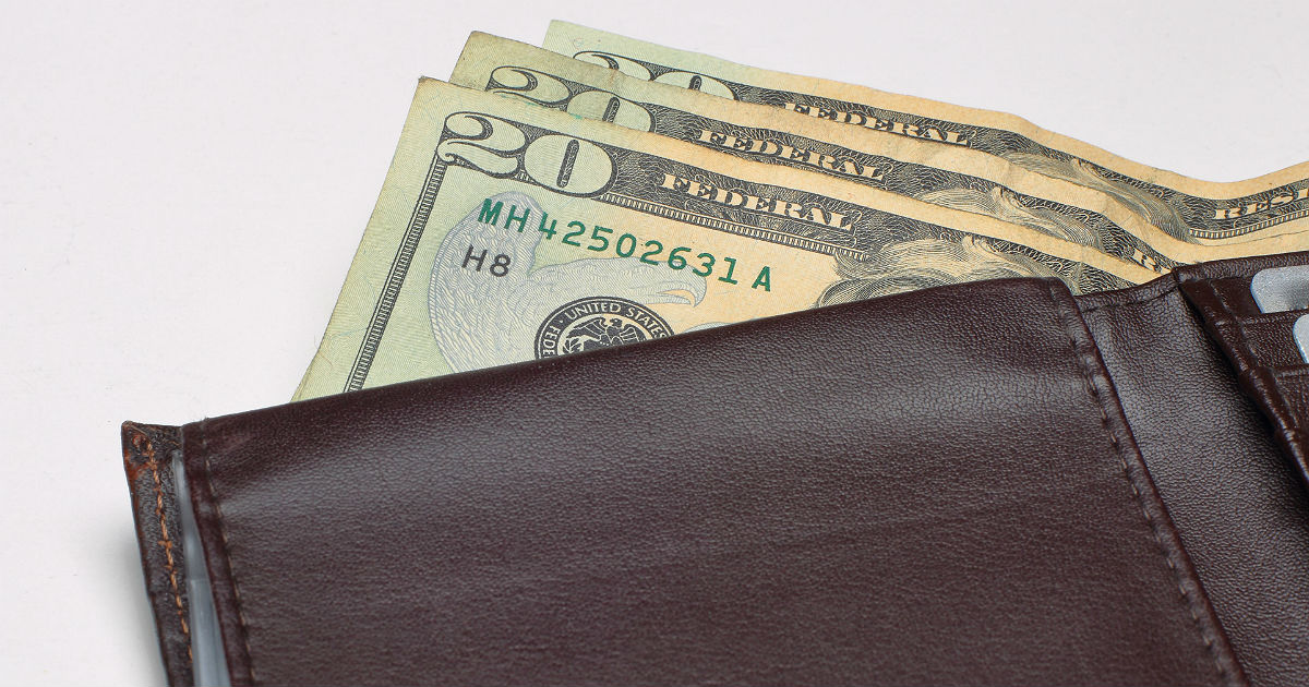 Good Samaritan returns wallet left on plane, adds money to it justbecause