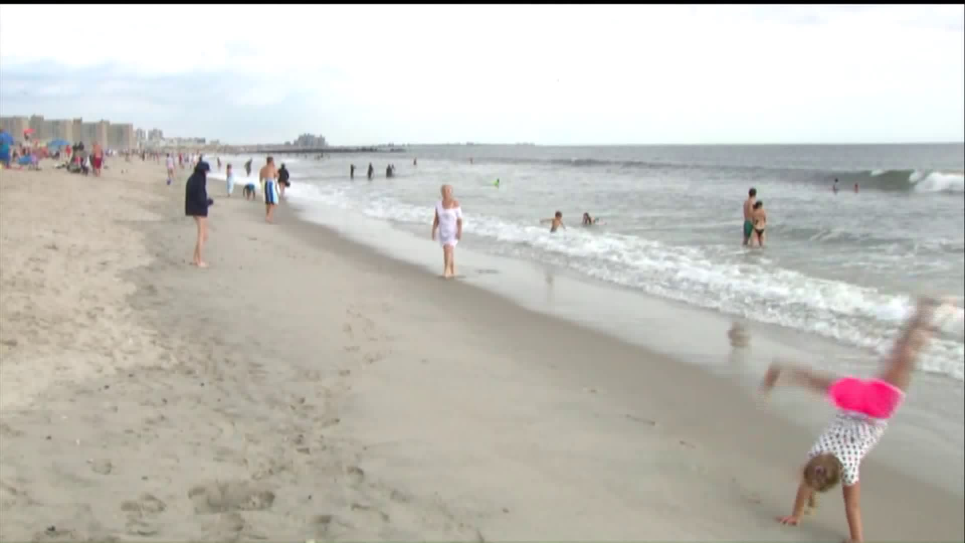 Crowds savor last day of beach season inNYC