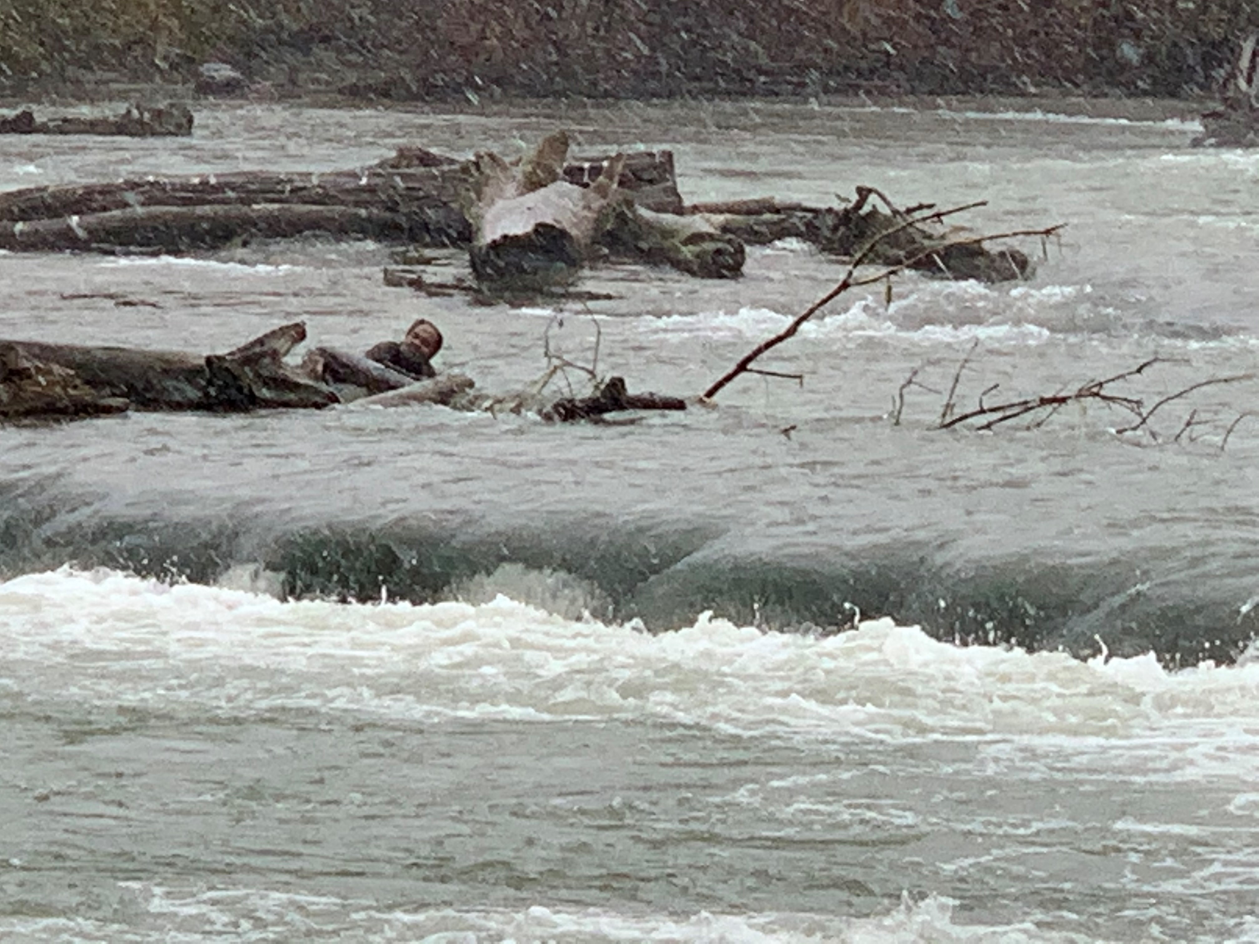 Man rescued from raging Niagara River