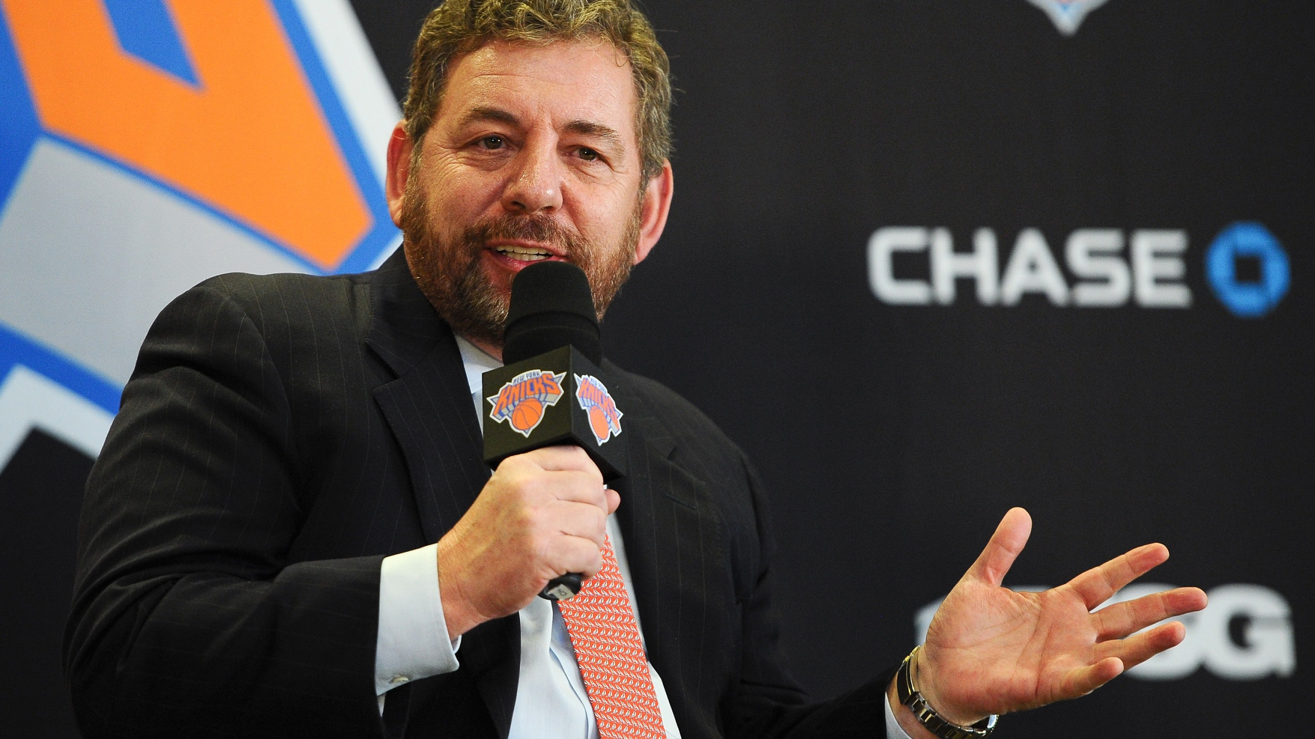 Knicks' Dolan rips fan in email, tells him to root for Nets