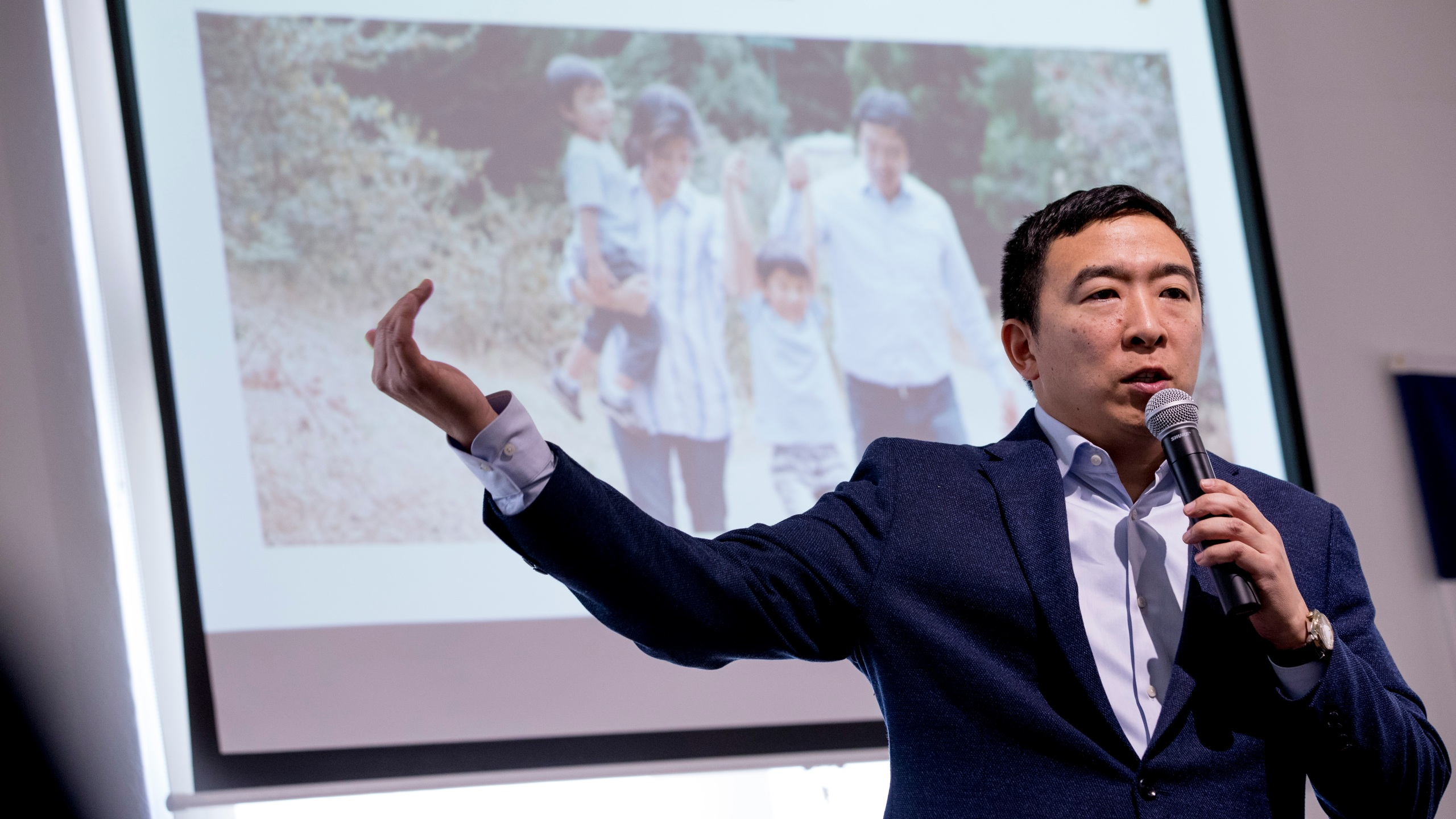 Businessman Andrew Yang to suspend presidential campaign