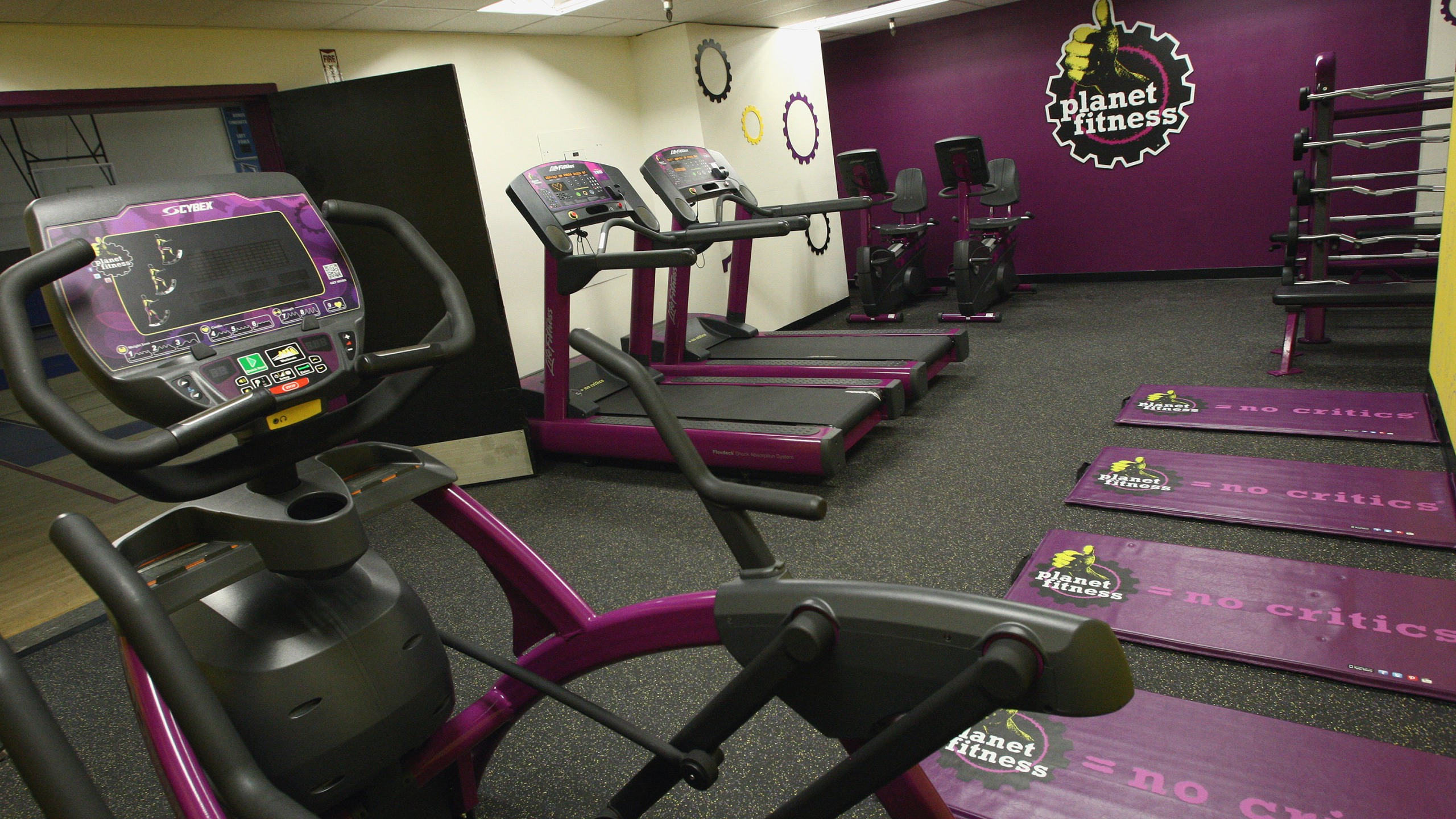 More than 200 urged to quarantine after possible COVID-19 exposure at gym