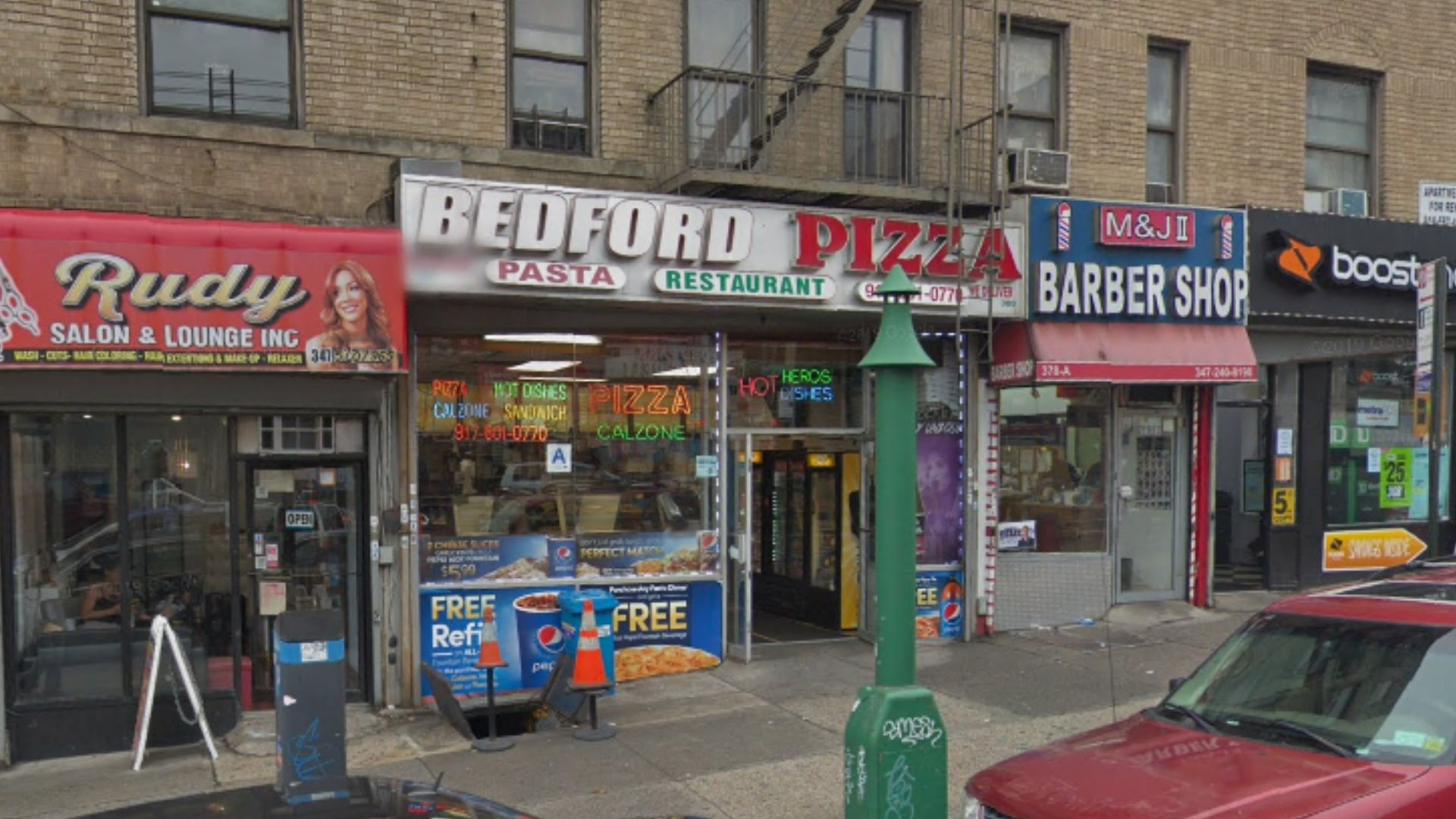 Man fatally stabbed outside Bronx pizzeria