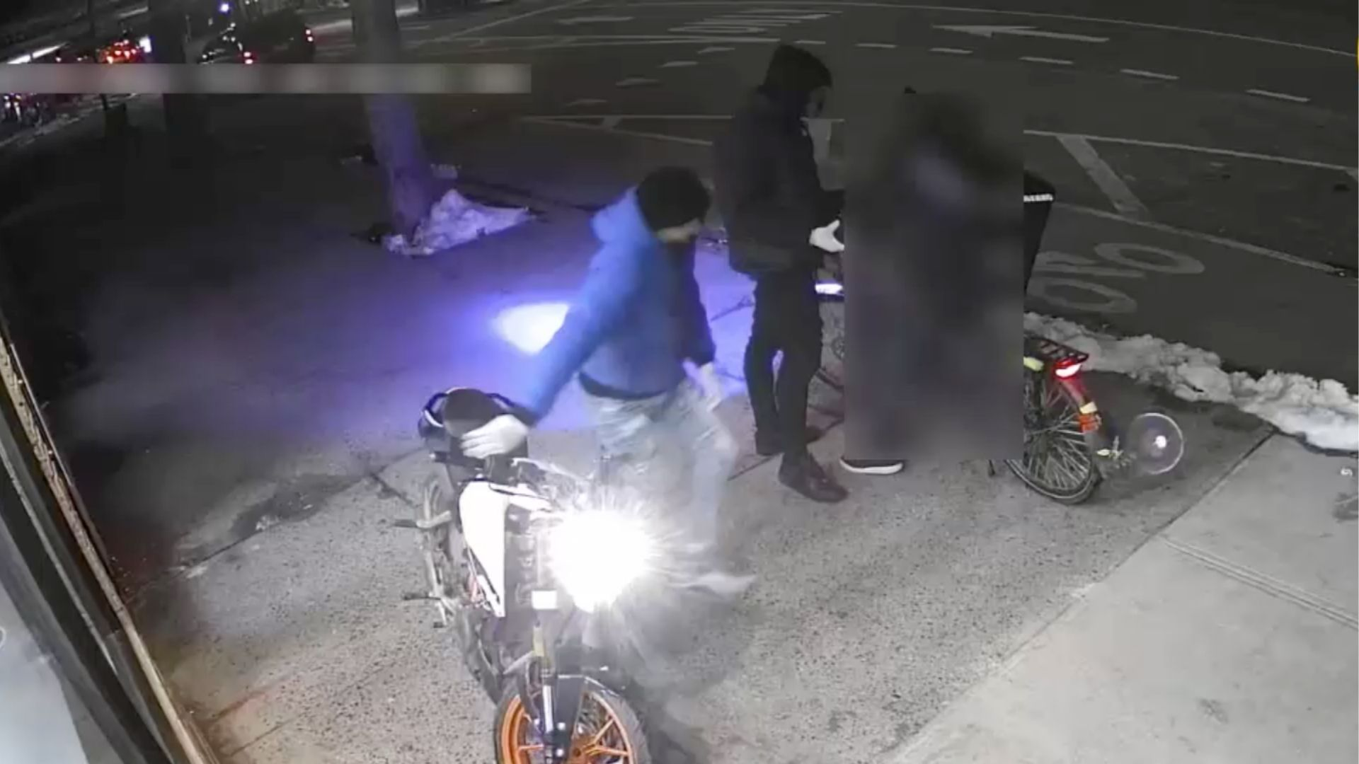 Men attack delivery man, steal bike in Gramercy