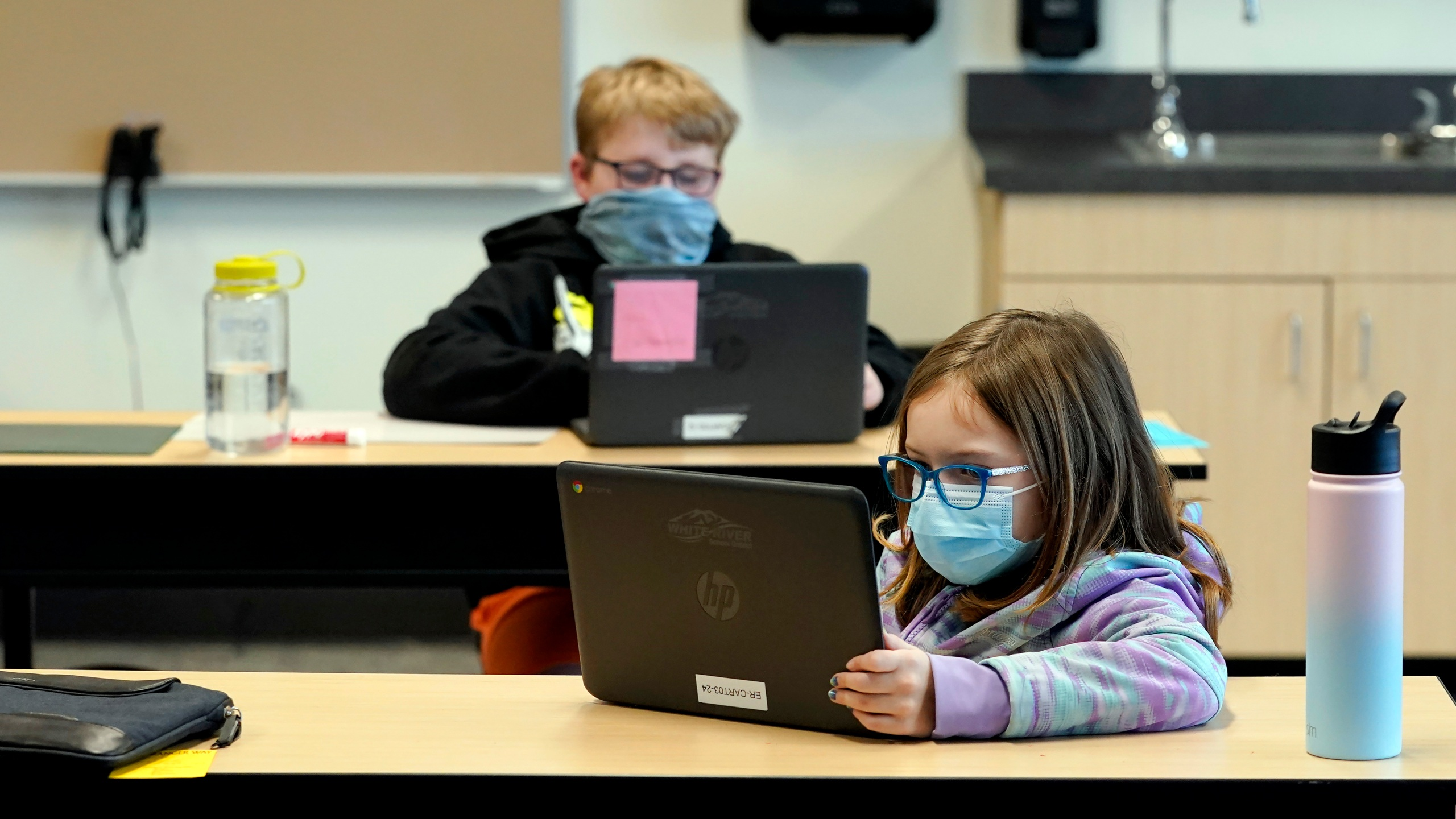 children with masks in school to protect against covid