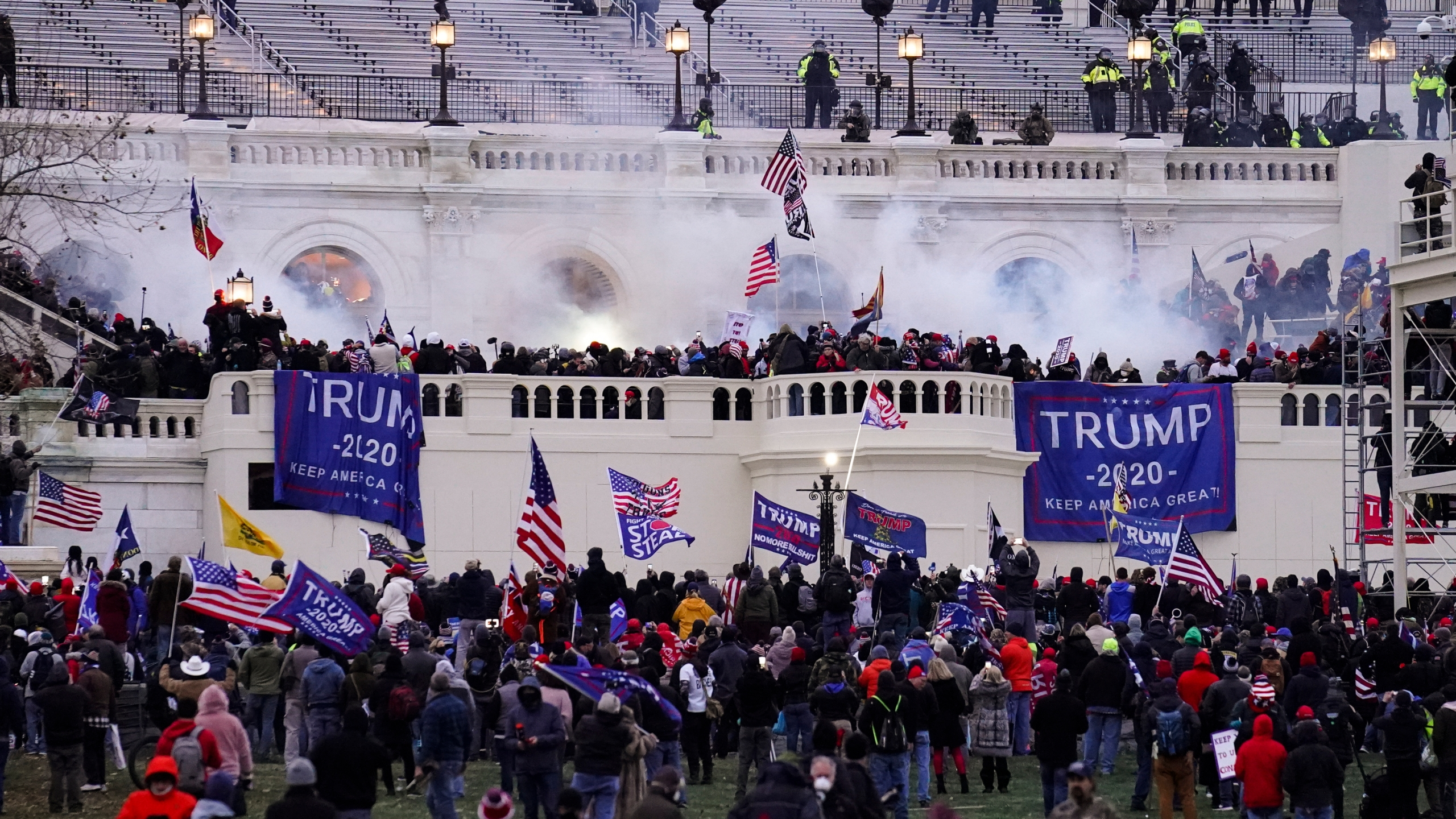 pro-trump rioters storm the u.s. capitol on Jan. 6, 2021
