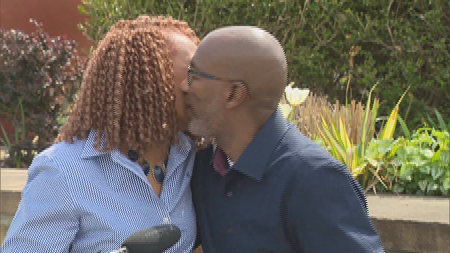 COVID survivor out of coma, kisses wife
