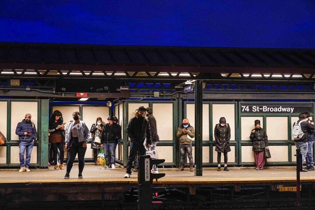 nyc subway platform in queens