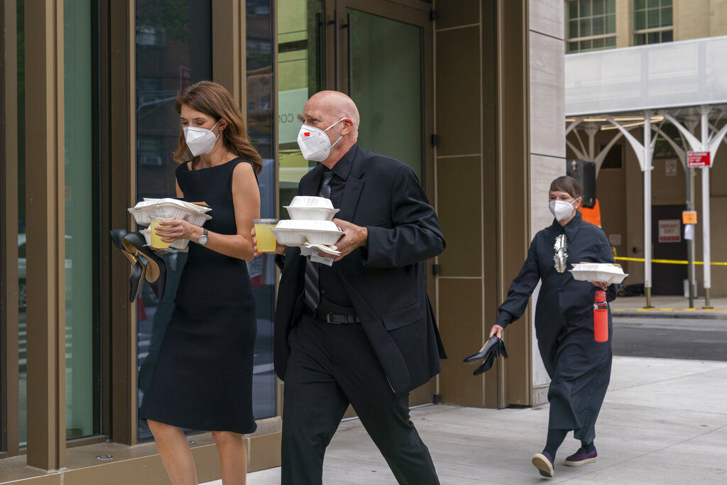 people in nyc wear masks amid covid
