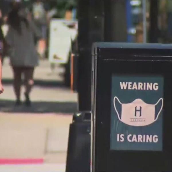A sign encouraging masks in Hoboken