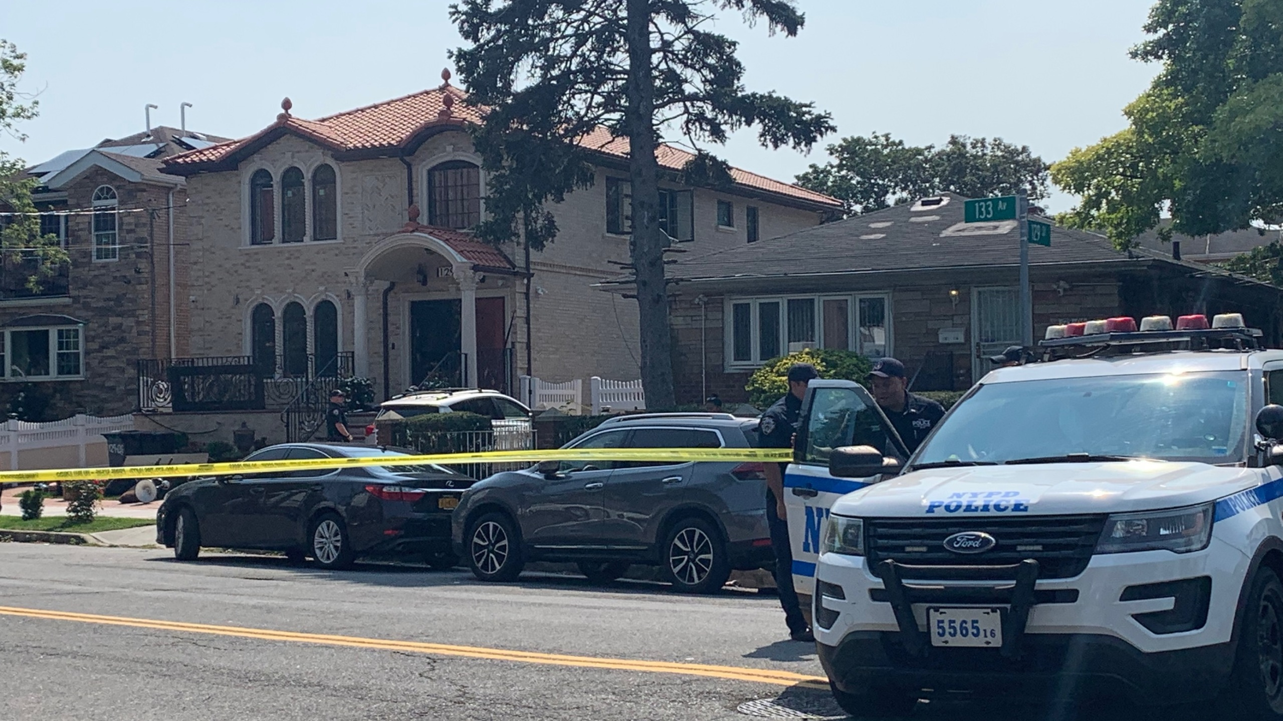 police on scene of queens hostage situation