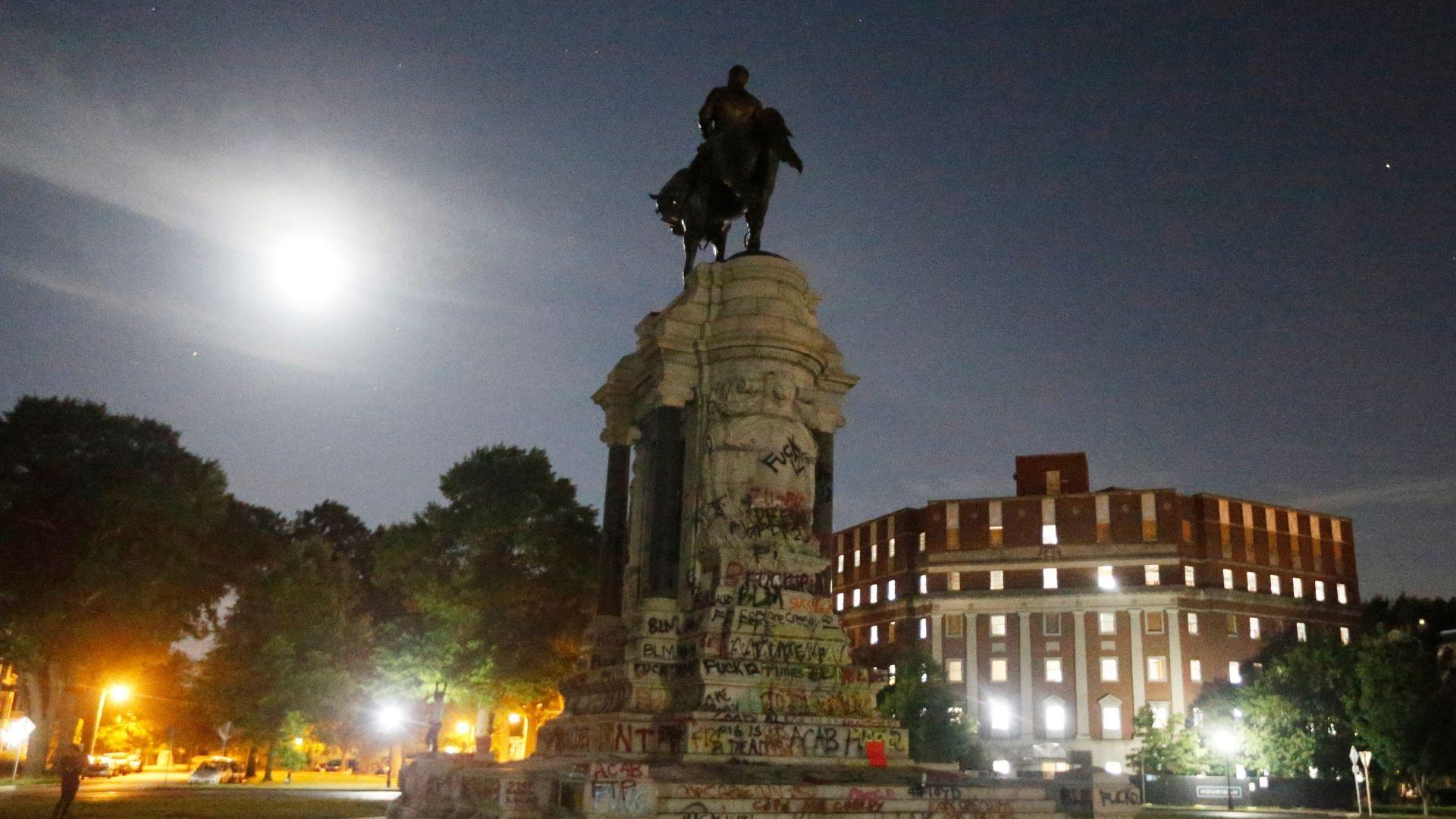Robert E. Lee statue in Virginia